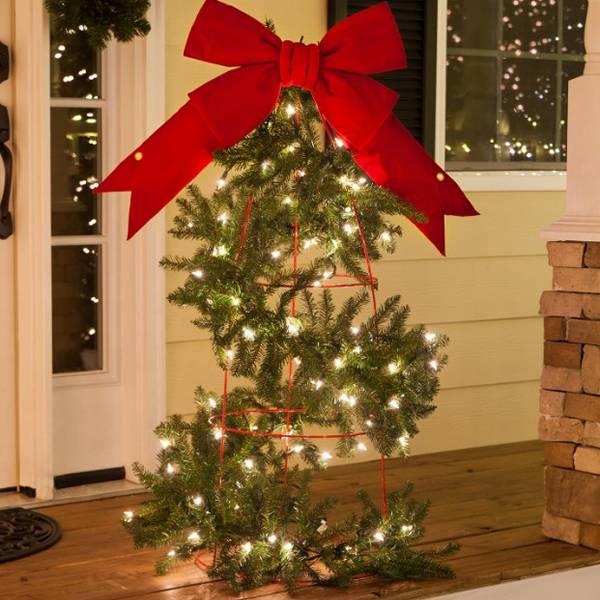 Tomato Cage Christmas Trees.Tomato Cage Decor Easy Craft Ideas